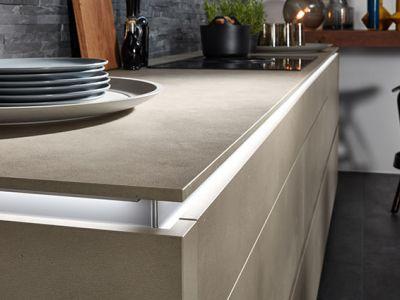 Keuken kopen in Duitsland - Design keuken - zwevend werkblad met verlichting