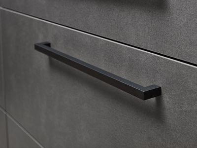 Donkere greep op RVS keukenkast - Küchen Design Kleve